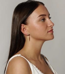 Smukke AURA øreringe i 18 karat forgyldt sterling sølv og med en smuk månesten