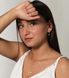Saltuna øreringe og halskæde og Salene hoops mix i 18 karat guldbelagt sterling sølv med små ferskvandsperler