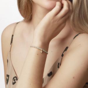 Populære flettet armbånd fra Carré - vedhæng kan tilkøbs. Klik her og se mere.