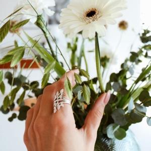 Smuk sølv fingerring med blad motiv.Klik her og se mere.