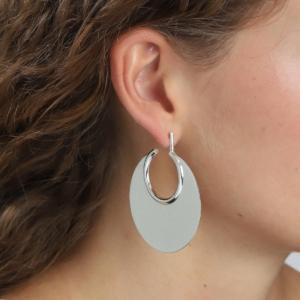 Opsigtsvækkende øreringe med et cool look.Klik her og se mere.