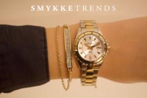 Hvad er klokken?Forgyldt ur+armbånd med små Swarovski krystaller.Klik her og se mere.